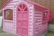 Sprzedam różowy domek na ogrod