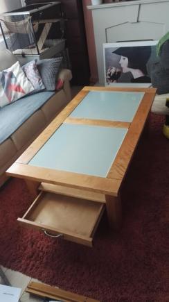 Duża ława z litego drewna i szkła