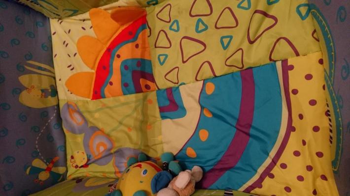 Fotelik bujany i materac do zabawy