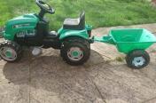 Traktorek z przyczepka