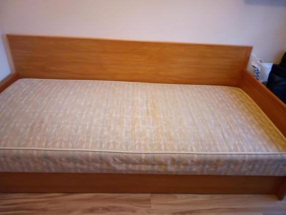 Łóżko,pufa