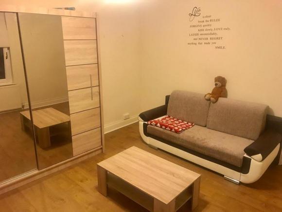 Ładny duży pokój na erdingtonie