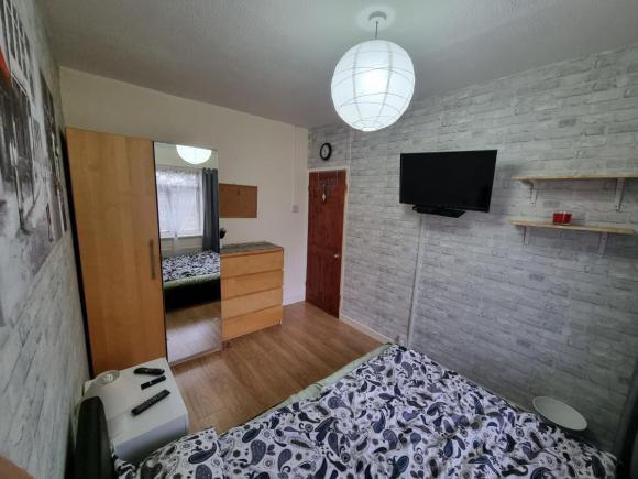 TIPTON- duży pokój jednoosobowy,