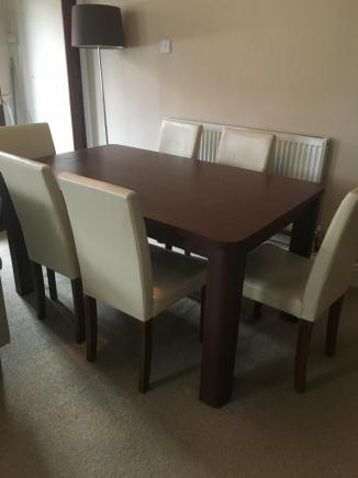 Sprzedam stół i 6 krzeseł w komplecie